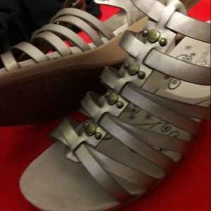 NWT Baretraps Gold 10W Velcro Strap Wedge Sandals